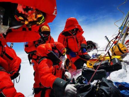 刚刚!中国高程测量登山队登顶珠峰!