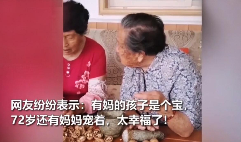 永远疼你!92岁妈妈包饺子让72岁女儿休息