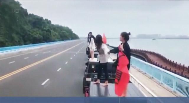 湖南常德:大桥上停车拍短视频 交警依法处罚