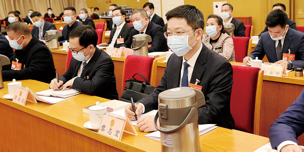 湖南代表團召開第一次全體會議