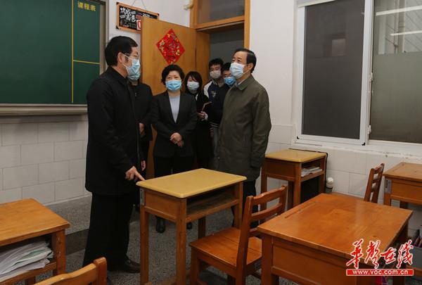 省委副書記、省長許達哲在長沙一中檢查復學準備工作