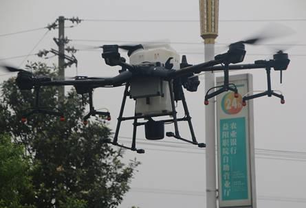 5月7日下午,益阳职院用无人机对校园进行了一次空中消杀