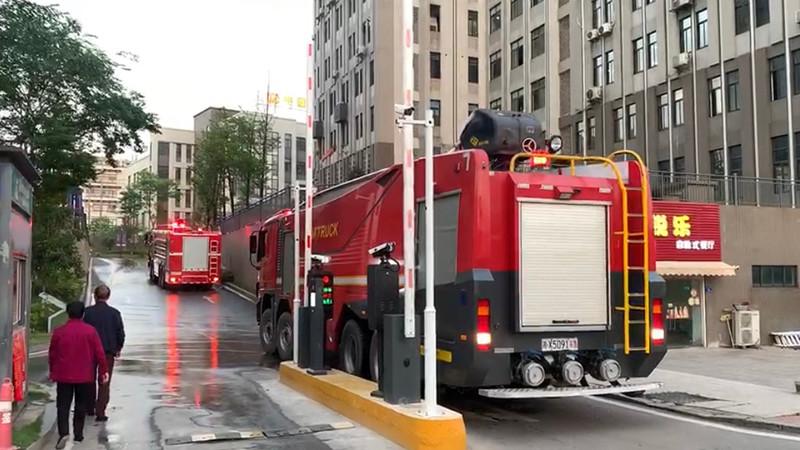 视频|雨花区一建筑工地突发火灾,消防出动80人急救援