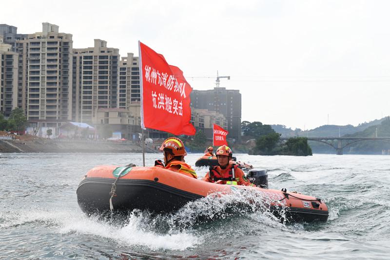 """水上救援机器人""""炫技""""郴州东江湖"""