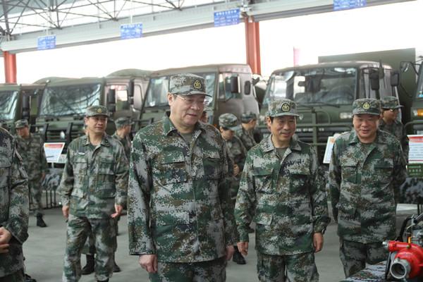 """杜家毫许达哲等省领导集体参加""""军事日""""活动"""