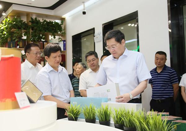 杜家毫在省农业农村厅调研:稳住农业基本盘 深耕农业现代化