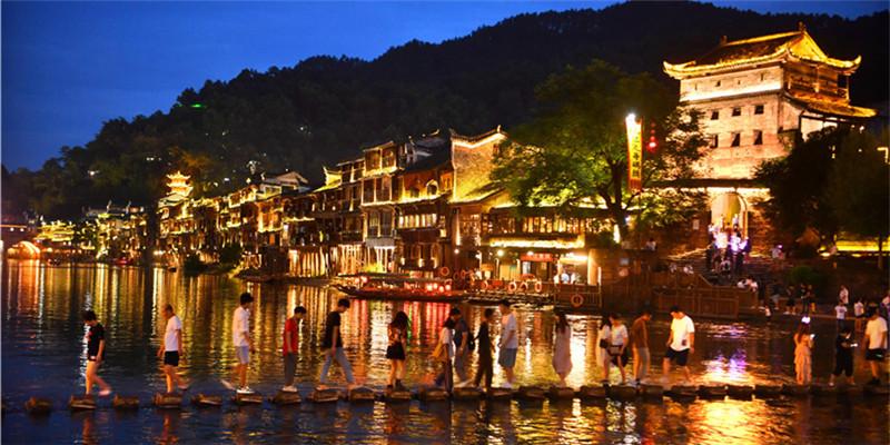 迷人的凤凰古城之夜