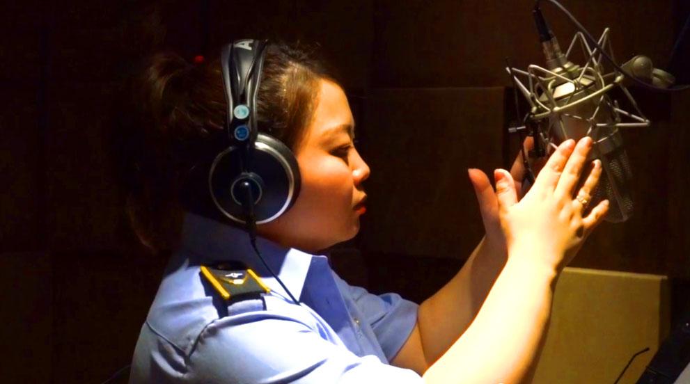 西安公交配音员为毕业生录音:记录城市声音