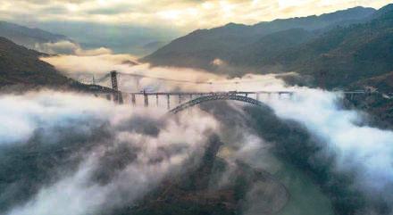 """大瑞铁路澜沧江特大桥主体工程完工 创三项""""世界第一"""""""