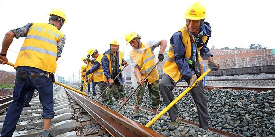 渝怀铁路二线湖南段开始铺轨