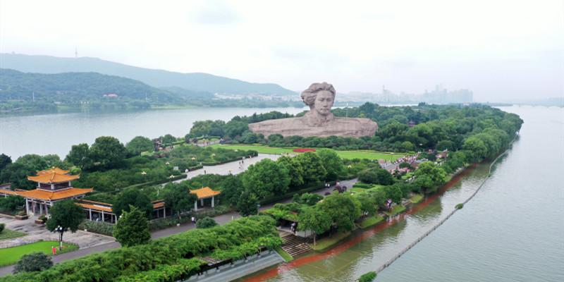 湘江水位上涨 橘子洲亲水平台被淹