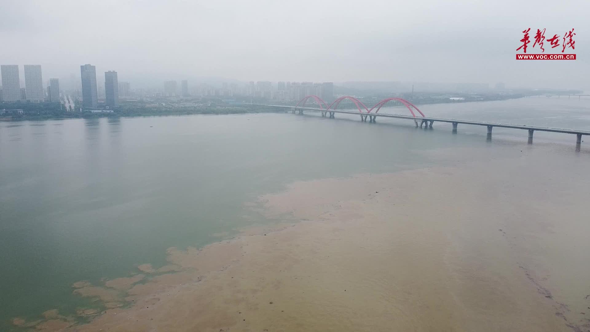 航拍直击湘江长沙段汛情:预计7月11日夜间出现洪峰