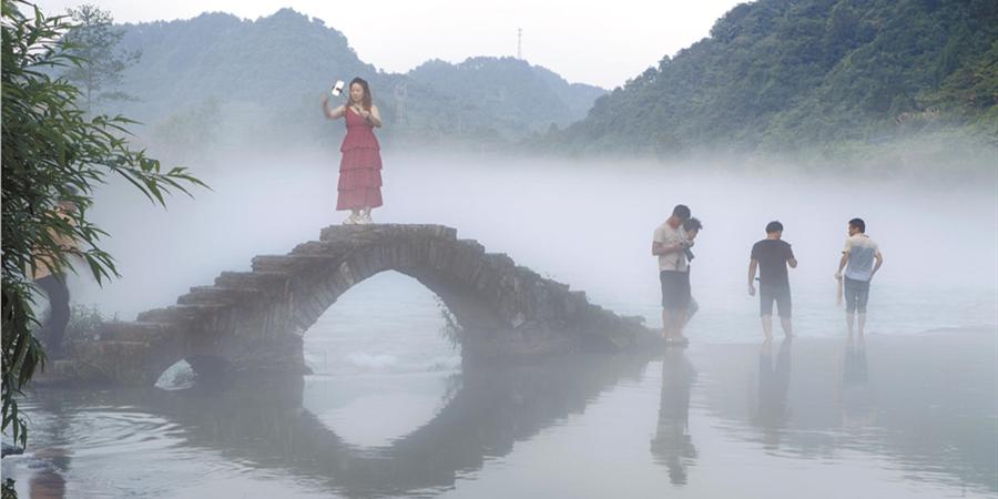 """如梦如幻""""网红桥"""""""
