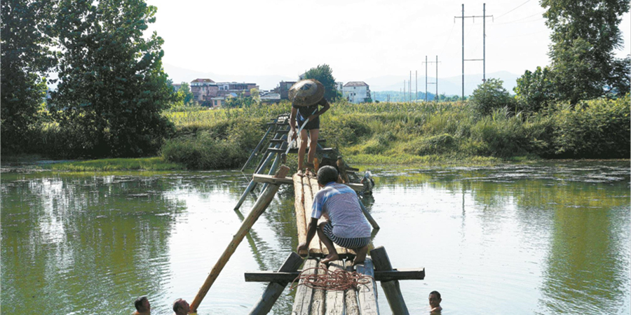 抢修水毁设施 保障群众安全