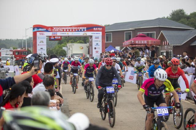 省体育局在体运通和省赛车运动协会调研