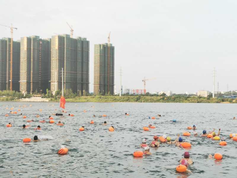 纪念毛主席畅游长江54周年·横渡湘江活动在永州市潇湘平湖举行