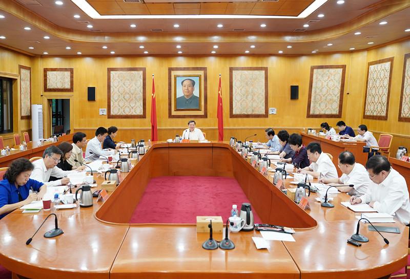 杜家毫主持省委理论学习中心组第三十二次集体学习