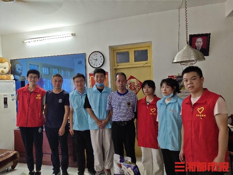 传承红色革命精神长沙民政职院志愿者慰问革命老兵