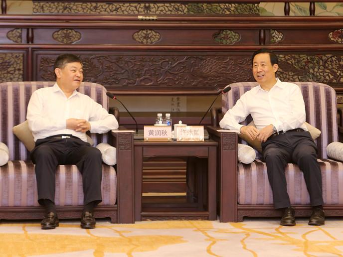 许达哲与来湘调研的生态环境部部长黄润秋一行进行会谈
