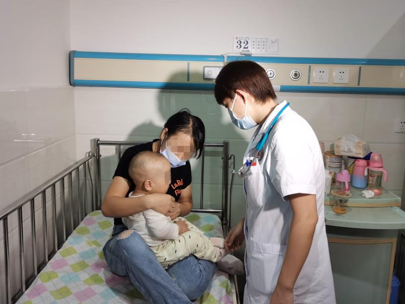 """8个月宝宝咳嗽以为是感冒,竟是胸腔长了""""儿童瘤王"""""""