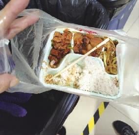 一幢写字楼一天倒掉上百斤剩饭菜,倡议良好的消费习惯
