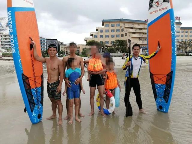 7名游客溺水深海,2名小伙紧急桨板救援,成功搭救6人