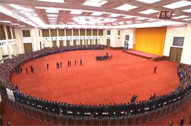 视频丨习近平等党和国家领导人接见受表彰代表并合影