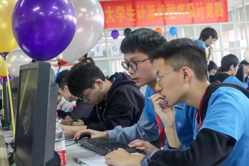 """千名选手同台比拼""""最强大脑"""" 湖南省大学生计算机程序设计竞赛举行"""