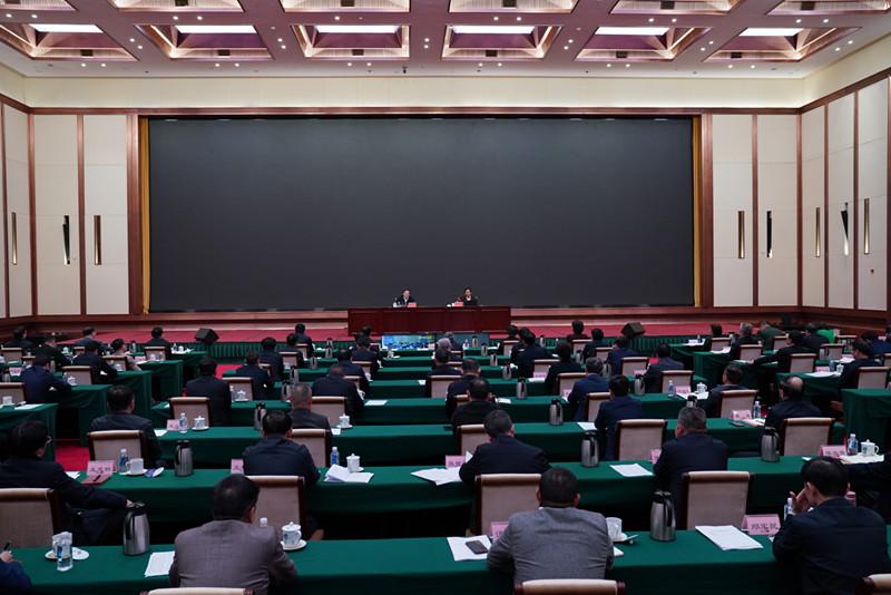 杜家毫主持省委理论学习中心组(扩大)第三十五次集体学习