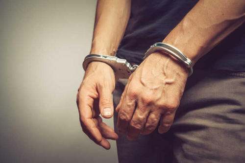 """一天""""埋雷""""40多枚?三人因贩卖毒品被批捕"""