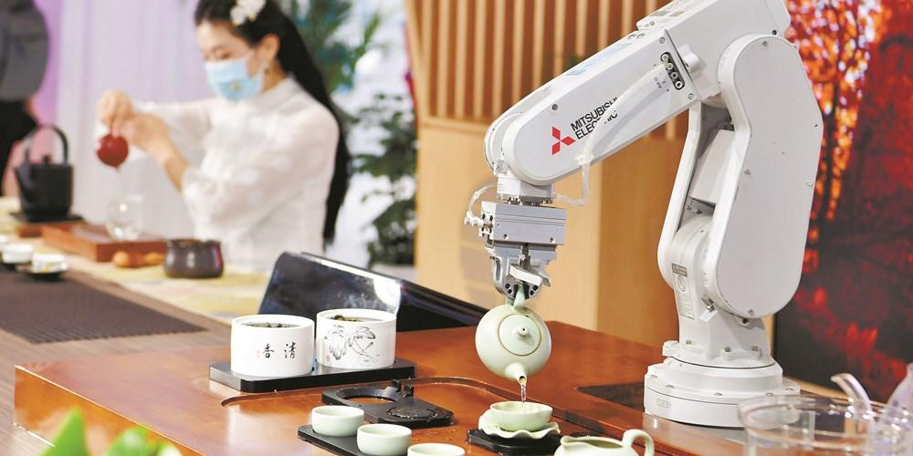 和机器人比拼茶艺