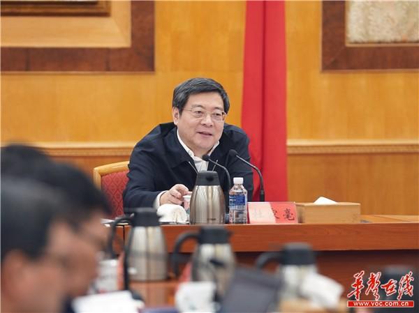 杜家毫主持召开经济领域专家座谈会 杜家毫主持召开省委常委会