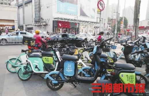长沙年增30万辆共享电单车,乱停乱放严重,安全隐患丛生