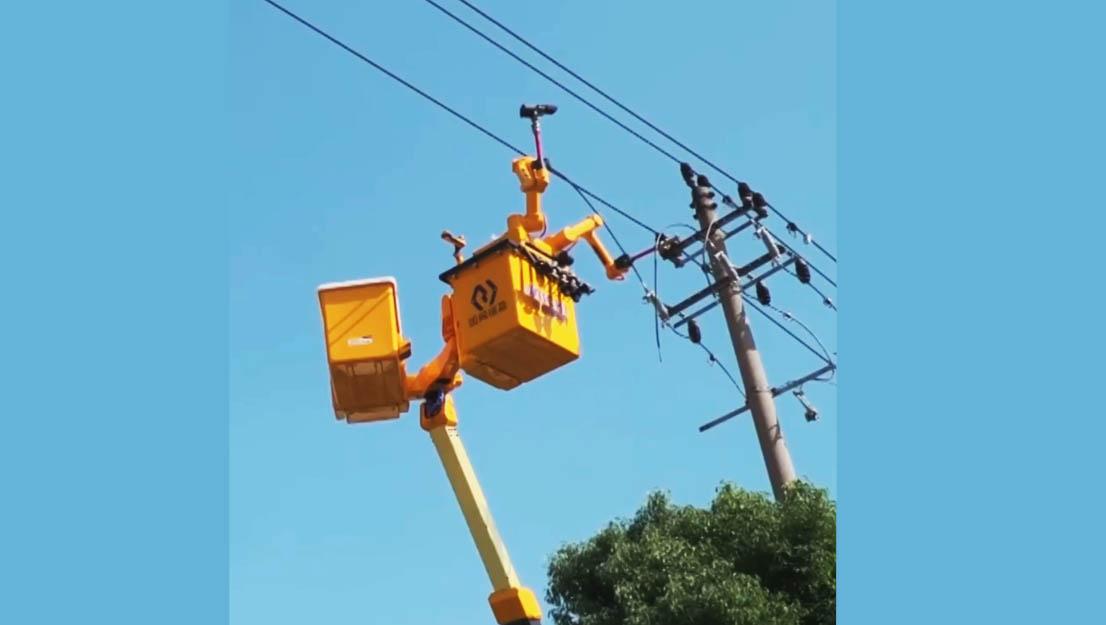 又硬核又安全!带电作业机器人高空穿针引线