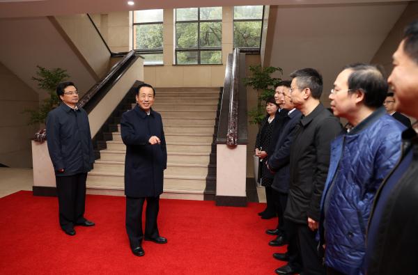 许达哲在省委组织部省委统战部走访调研