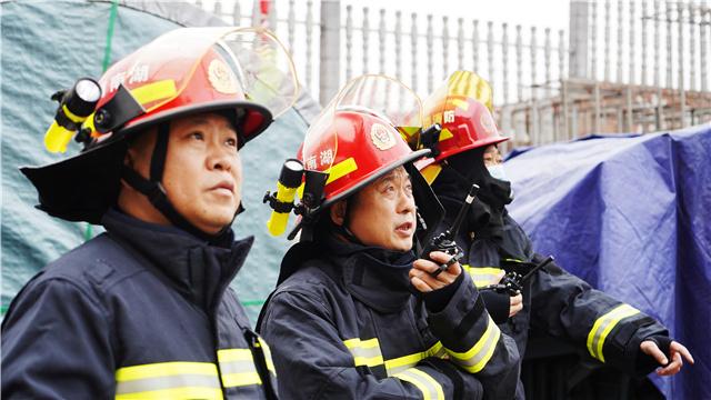 长沙市雨花区豹塘路三维胶带有限公司一仓库发生火灾