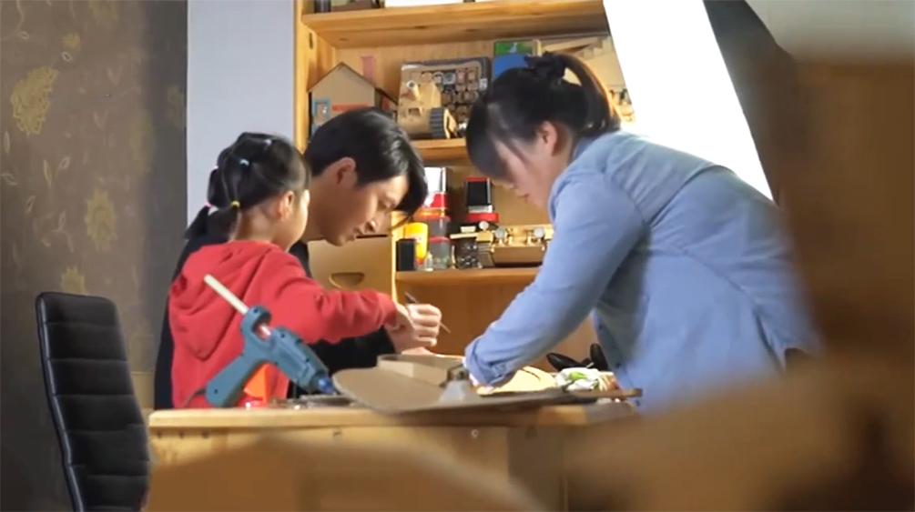 润物无声:爸爸为女儿做120多件玩具