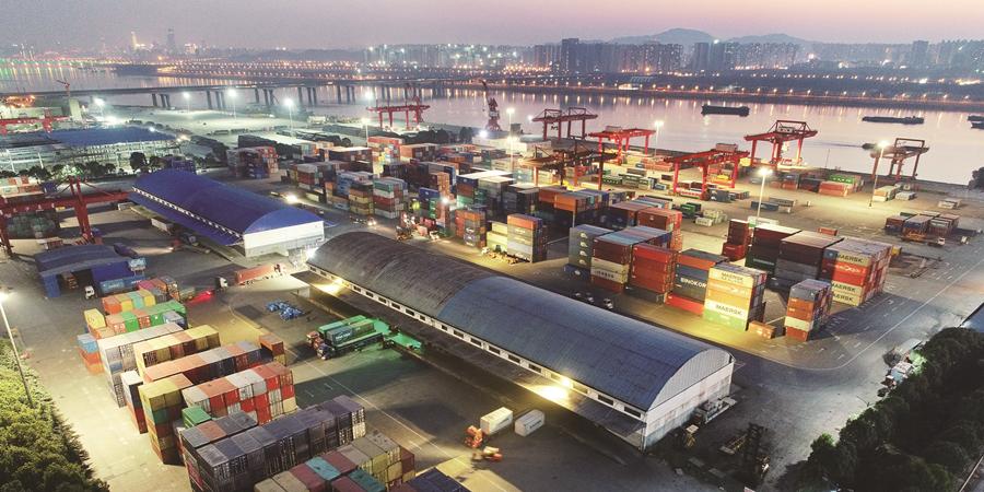 """长沙新港迈入""""千万吨级""""港口行列"""