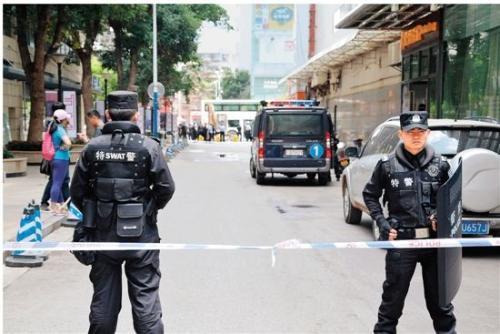 昆明发生劫持人质案件,嫌疑人被击毙