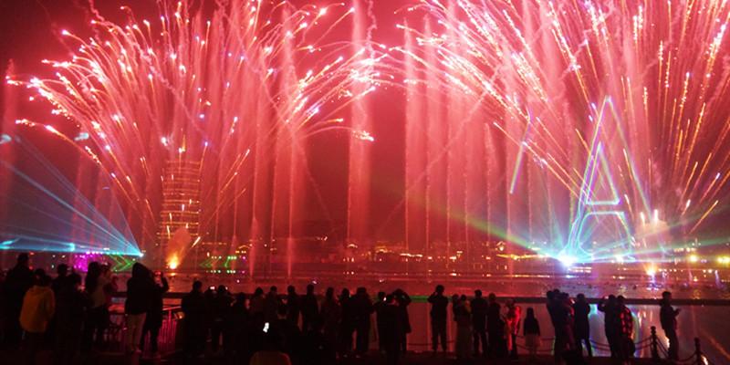 激光焰火秀 璀璨迎新年
