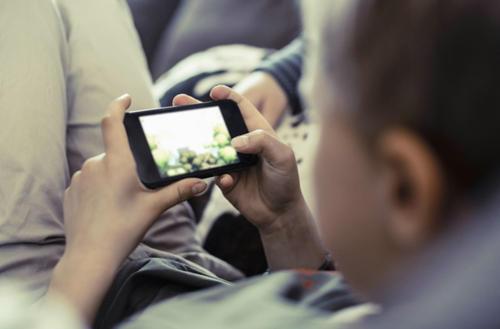 玩网络游戏,熊孩子一年花了八万多