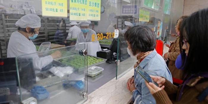 清明节将至 上海老字号青团销售火爆