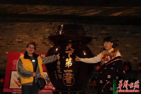 """藏族学生笑容传遍十三村,和湖南工商大学""""一起拍湖南"""""""