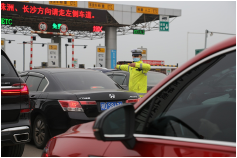 """清明节假期,湖南交警收到""""随手拍""""举报2万多条"""