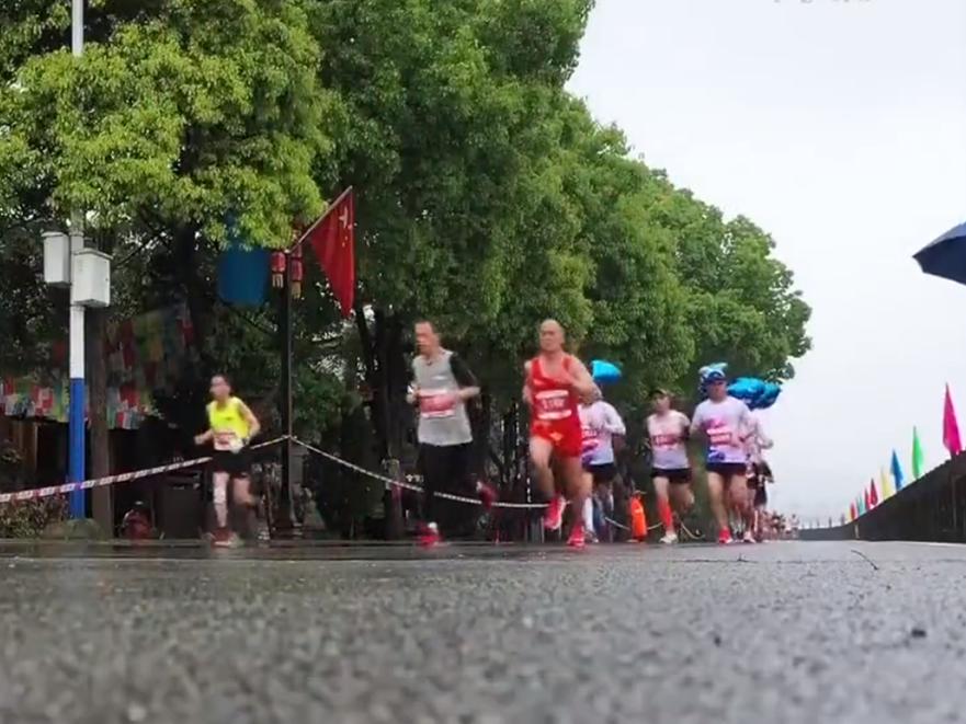 2021洪江黔阳古城半程马拉松开跑