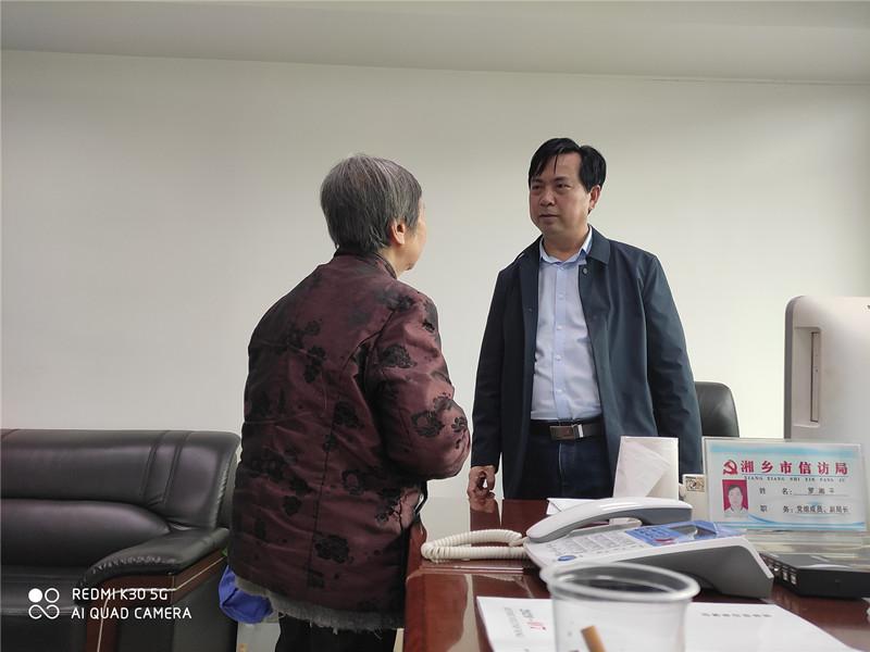 """信访干部罗湘平:把群众的""""信访""""转化为干部的""""心访"""""""