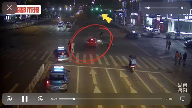 外卖小哥逆行闯红灯引发事故,面临截肢还需负全责