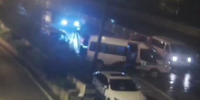 司机遇酒驾检查强行冲卡,撞伤交警被刑拘