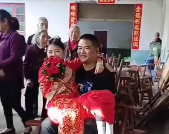 不一般!新人双双坐轮椅结婚 他说,娶到她就是娶到了黄金