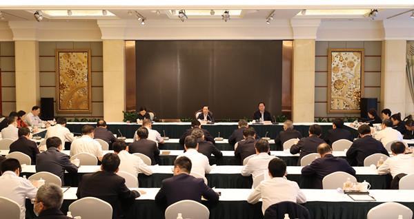 湖南省党政代表团举行赴江西上海考察总结会议